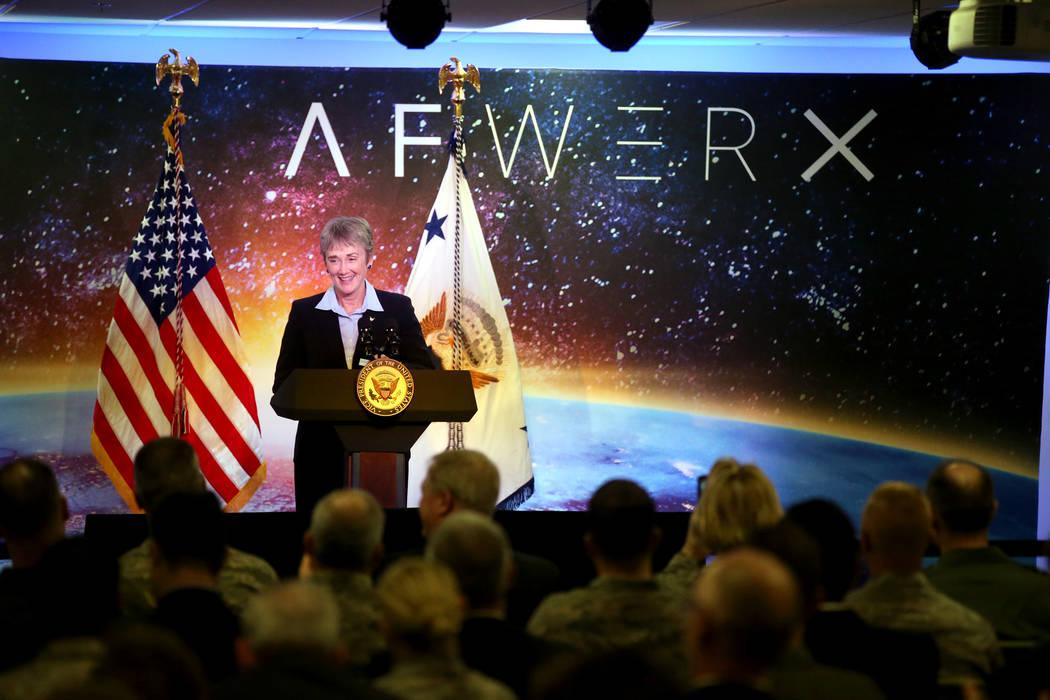 Secretario de la fuerza aérea Heather presenta al vicepresidente Mike Pence en la inauguración de AFWERX Vegas, un espacio de trabajo para el programa de la Fuerza Aérea que fomenta los comprom ...