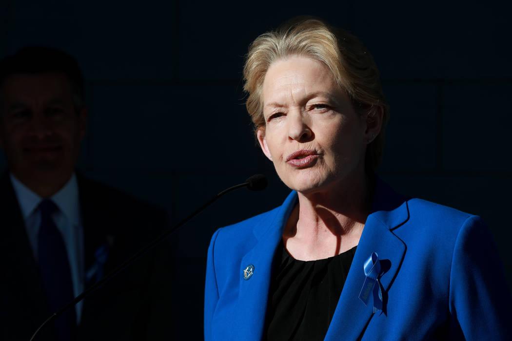 Terri Albertson, directora del Departamento de Vehículos Motorizados de Nevada, habla sobre la asociación del DMV con la Campaña Azul del Departamento de Seguridad Nacional para crear concienci ...