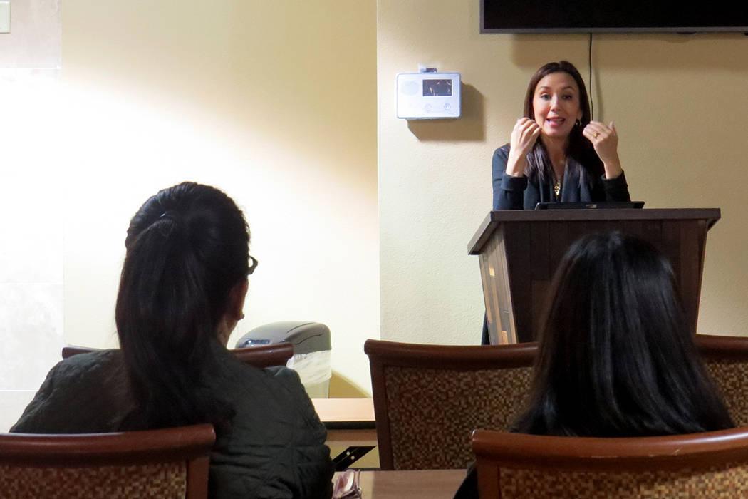 La organización Alianza Comunitaria Transnacional estuvo presente durante el taller informativo sobre ciudadanía. 12 de enero de 2018 en 'Casa del Inmigrante'. | Foto Anthony Avellaneda / El ...