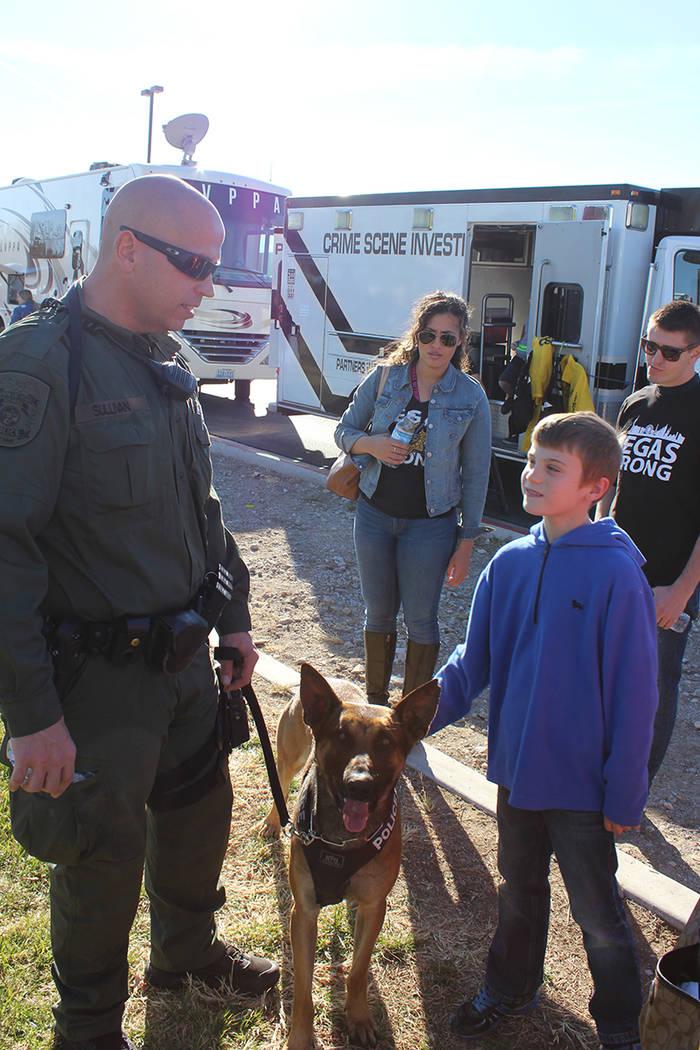 Los canes entrenados fueron los más solicitados por los niños. 13 de enero del 2018 en el Parque de la Academia de Policía. | Foto Cristian De la Rosa / El Tiempo.