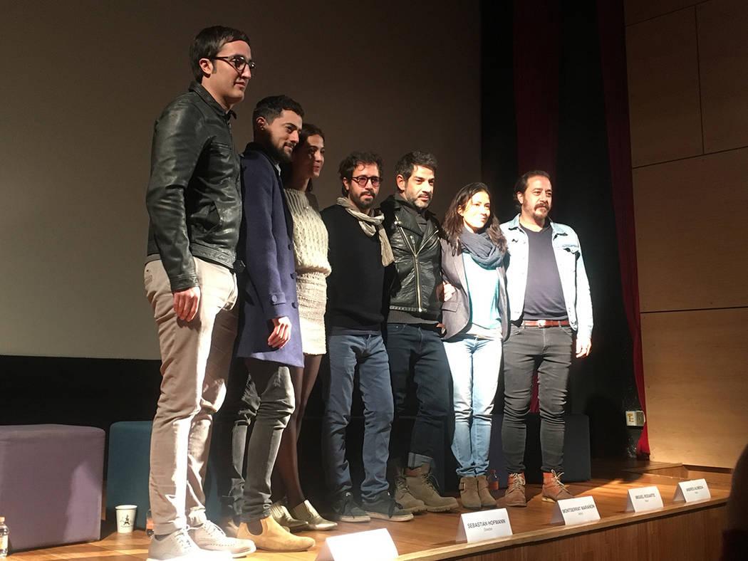 """La película """"Tiempo compartido"""" del cineasta Sebastián Hofmann tendrá su premier en el Sundance Film Festival. En la imagen el elenco de la cinta Luis Gerardo Méndez, Miguel Rodarte, Cassandra ..."""