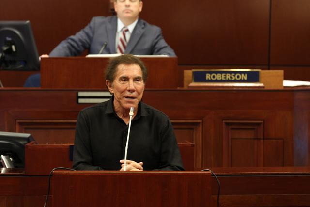 Steve Wynn, CEO de Wynn Resorts, hace una declaración ante los legisladores de Nevada en la sesión especial celebrada el lunes 10 de octubre de 2016 en Carson City. Heidi Fang / Las Vegas Review ...