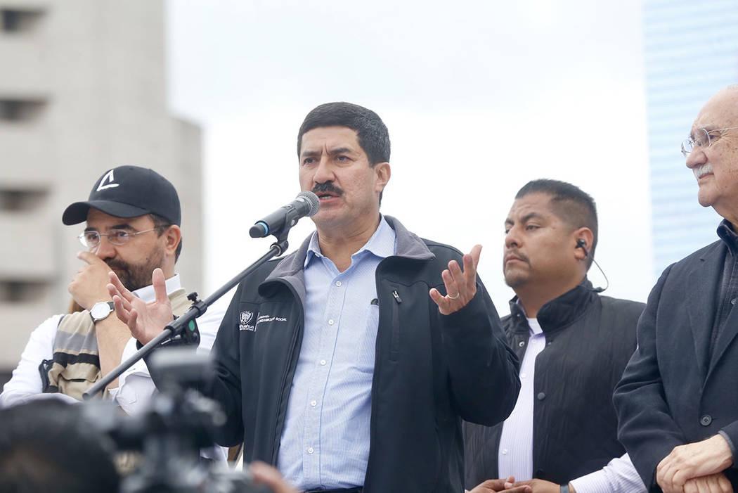 ARCHIVO.- El gobernador de Chihuahua, Javier Corral Jurado, encabezó hoy aquí la Caravana por la Dignidad, que salió deCiudad Juárez el pasado sábado 20 de enero y que ha pasado por cuatro es ...