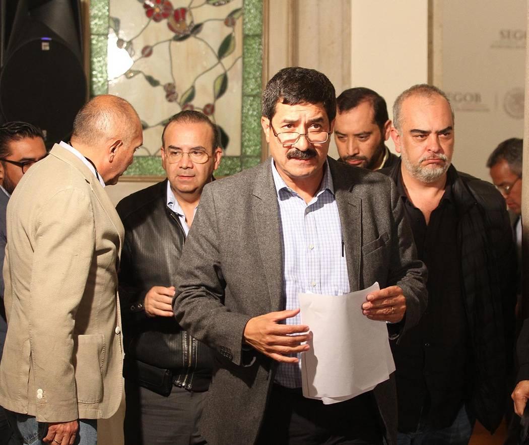 Los gobiernos Federal y de Chihuahua lograron acuerdos sobre diferendos en diversos temas, entre ellos que la PGR solicitará la extradición del exgobernador César Duarte Jáquez, además de que ...
