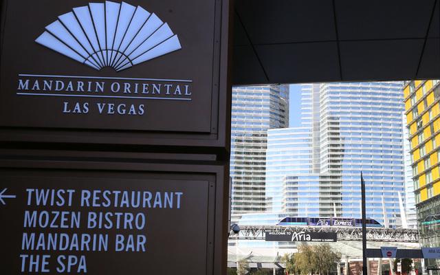 Mandarin Oriental, izquierda, y Aria hotel-casino, centro, en Las Vegas el miércoles, 1 de febrero de 2017. (Bizuayehu Tesfaye / Las Vegas Review-Journal) @bizutesfaye