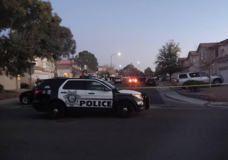 La policía de Las Vegas está investigando el homicidio y secuestro en la cuadra 3300 de Robin Nest Court, cerca de Desert Inn Road y Hualapai Way, el miércoles 7 de febrero de 2018 en Las Vegas ...