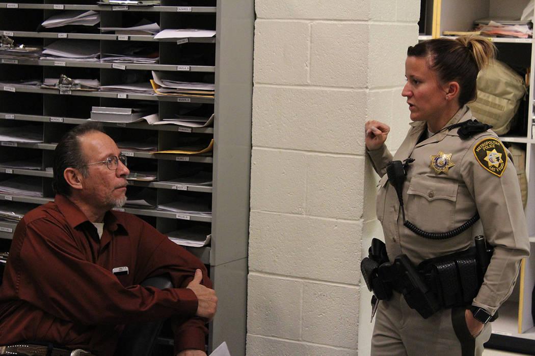 Durante el primer martes de cada mes, usted puede asistir a conversar con los policías y reportar directamente alguna situación. 6 de febrero de 2018 en Comandancia Centro de LVMPD. [Foto Cristi ...