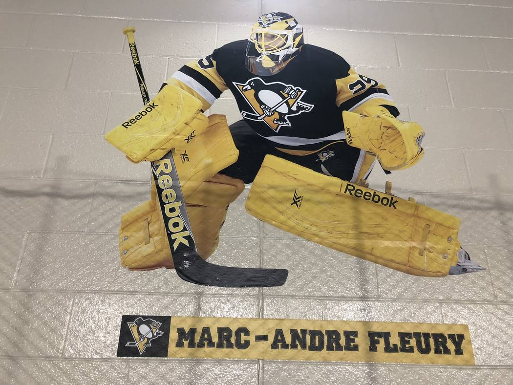 Una foto de Marc-Andre Fleury se ve en la pared en el Sto-Ken-Rox Boys and Girls Club en McKees Rock, Pa. (Ed Graney / Las Vegas Review-Journal)