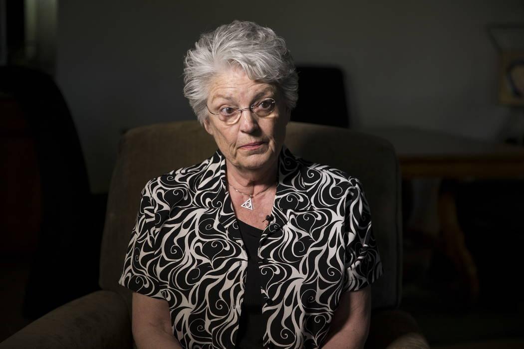 Charlotte Arrowsmith en su casa de Las Vegas, el miércoles 7 de febrero de 2018. Arrowsmith, una ex camarera de cócteles en el Hotel Mirage, fue testigo del comportamiento inapropiado de Steve W ...