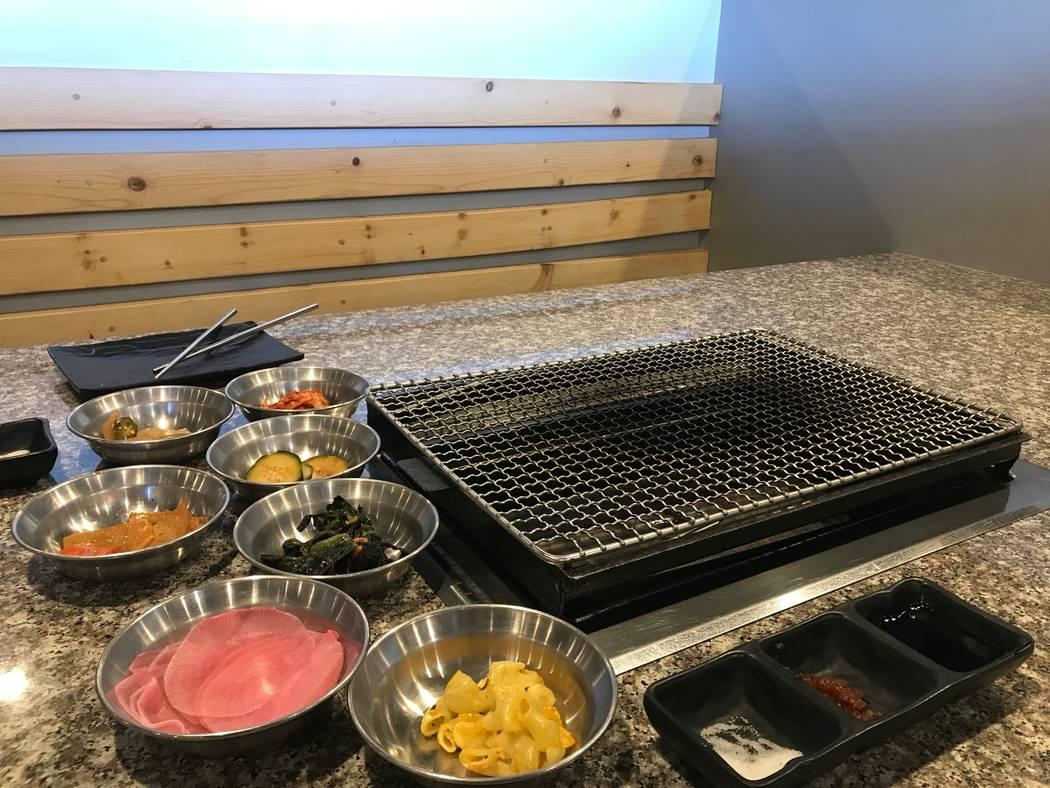 La comida servida el 11 de octubre de 2017 en Moo Woo Korean BBQ, 5770 Centennial Center Blvd. # 150. (Kailyn Brown / Vista) @KailynHype