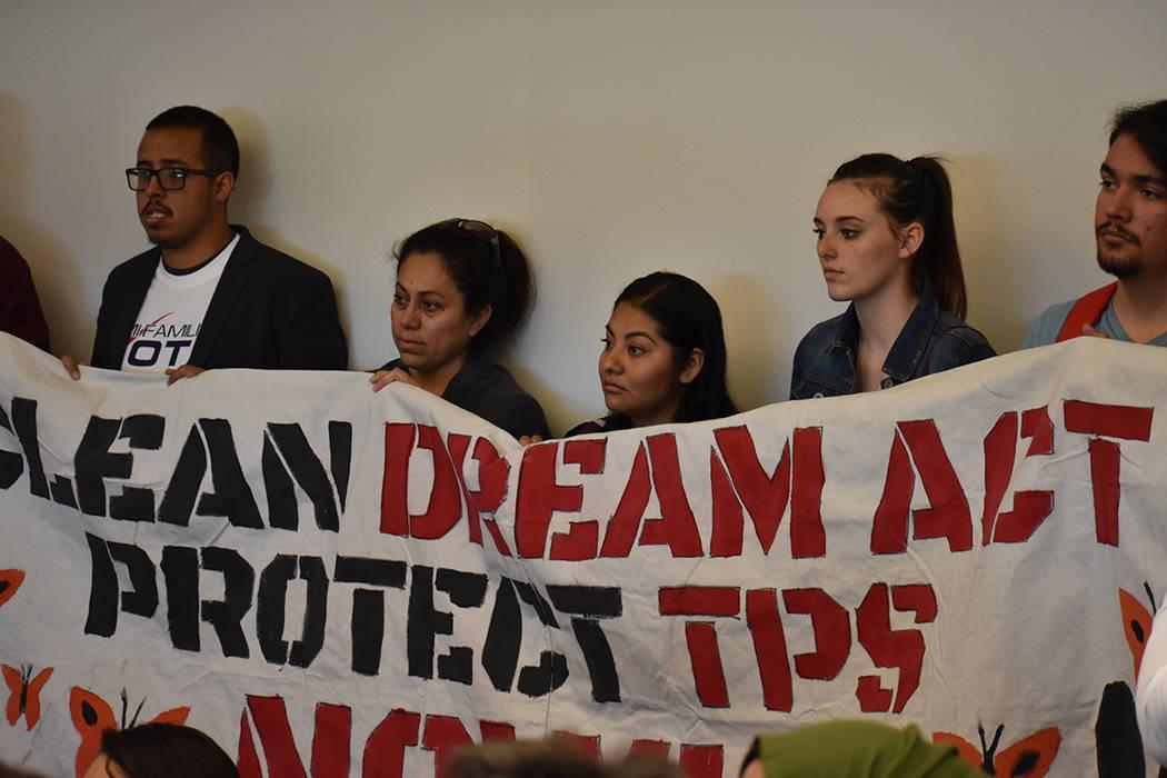 Representantes de organizaciones y jóvenes recipientes de DACA se unieron para seguir pidiendo una ley que beneficie a los 'dreamers'. 8 de febrero del 2018 en UNLV. [Foto Anthony Avellaneda  ...