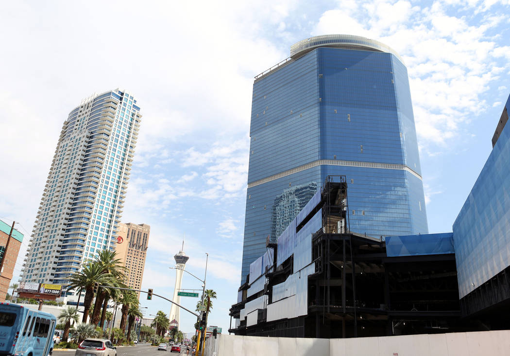 El proyecto inconcluso de Fontainebleau en Las Vegas Strip tiene un nuevo nombre - The Drew Las Vegas - y su apertura será a fines de 2020. (Elizabeth Brumley / Las Vegas Review-Journal)