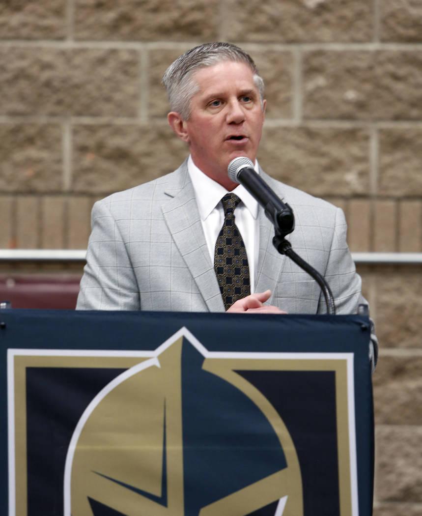 Kerry Bubolz, presidente de Las Vegas Golden Knights, habla en Walter Johnson Junior High School el lunes 12 de febrero de 2018 en Las Vegas. Bubolz anunció que el equipo y el Distrito Escolar de ...