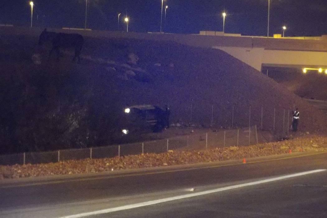 Una ambulancia de AMR que transportaba a un paciente y rodó por la rampa que conduce de la I-15 con dirección norte al 215 de la circunvalación de Beltway en dirección oeste matando a un eleme ...