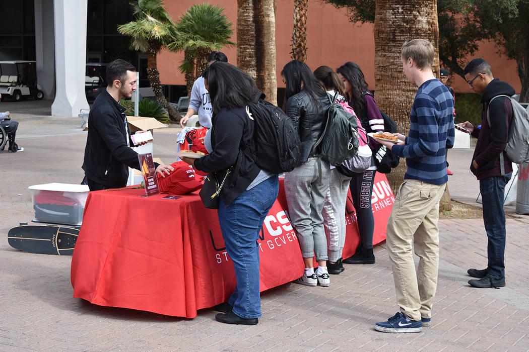 Estudiantes de UNLV llevan a cabo distintas actividades, una de ellas es el registro de donantes de órganos. 14 de febrero de 2018 en UNLV. [Foto Anthony Avellaneda / El Tiempo]