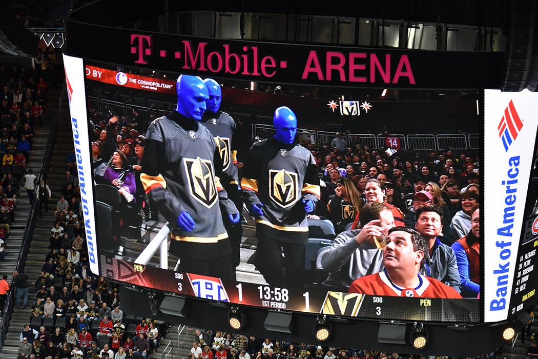 Blue Man Group estuvo presente durante el partido entre Golden Knights y Canadiens. 17 de febrero de 2018 en T-Mobile Arena de Las Vegas. Foto Anthony Avellaneda / El Tiempo.