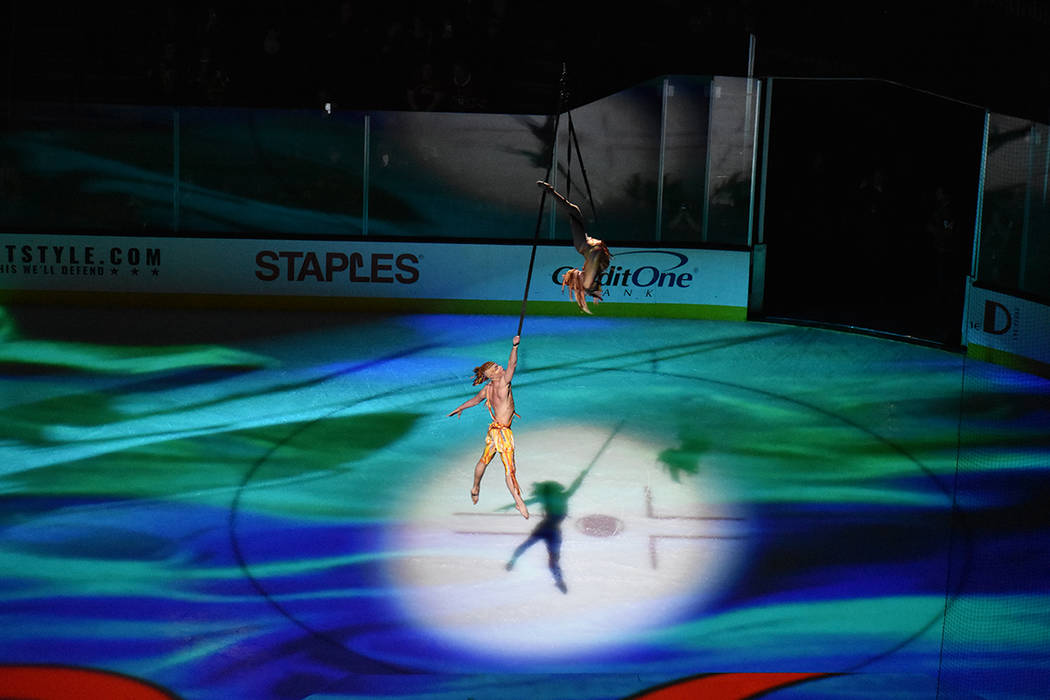 En uno de los intermedios, artistas del Cirque Du Solei presentaron su espectáculo. 17 de febrero de 2018 en T-Mobile Arena de Las Vegas. Foto Anthony Avellaneda / El Tiempo.