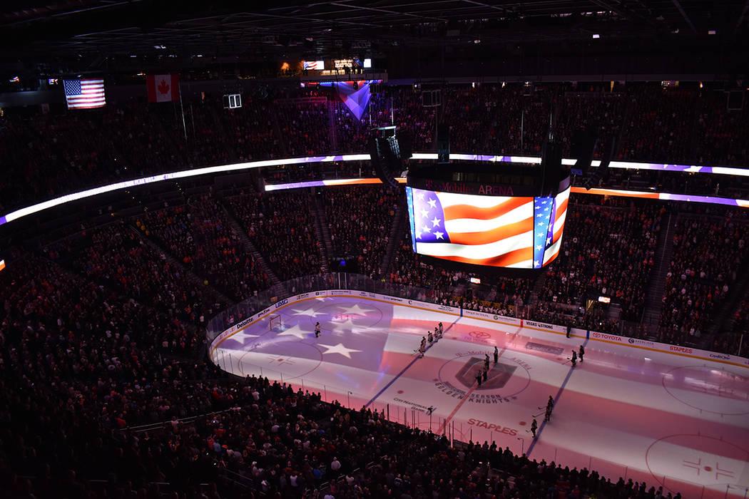 Los himnos nacionales de Canadá y EE.UU. fueron cantados a capela por los aficionados. 15 de febrero de 2018 en T-Mobile Arena. Foto Anthony Avellaneda / El Tiempo.