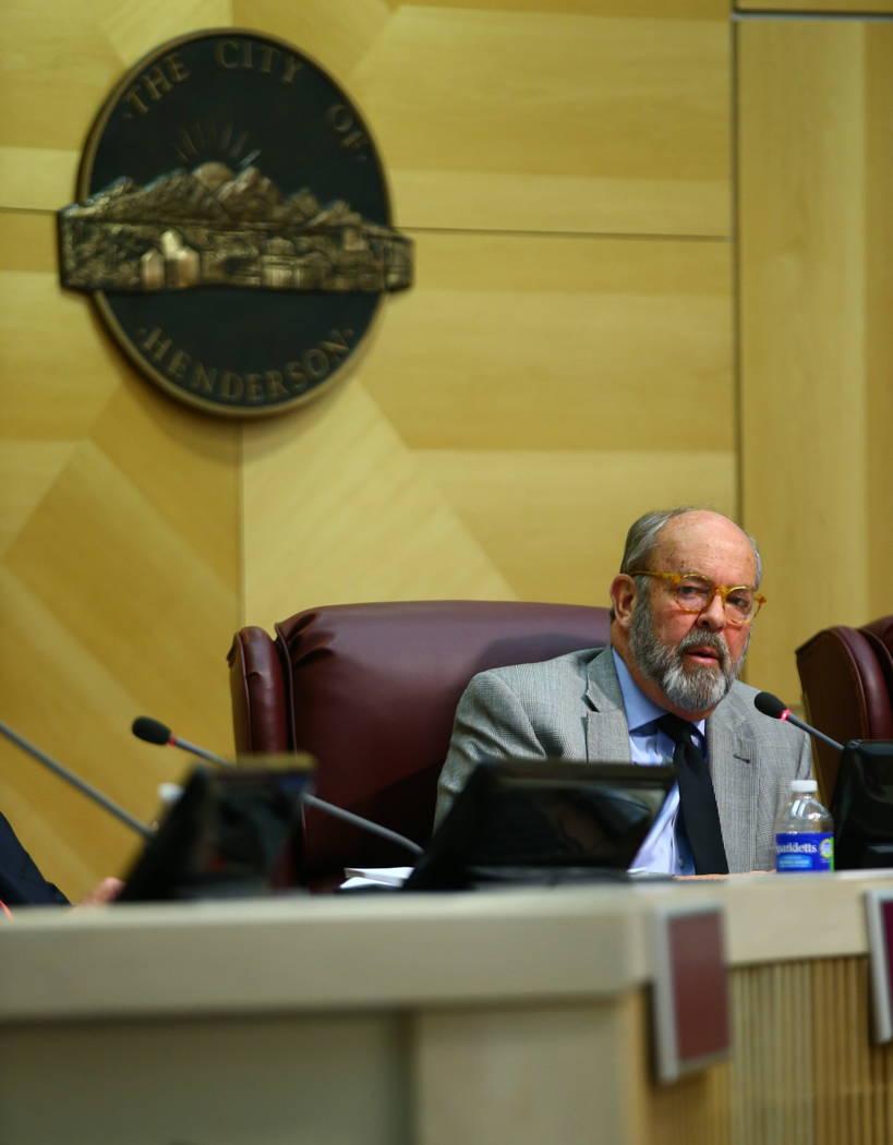 El concejal de la ciudad de Henderson John Marz habla durante una reunión del consejo el martes 20 de febrero de 2018. (Chase Stevens / Las Vegas Review-Journal) @csstevensphoto