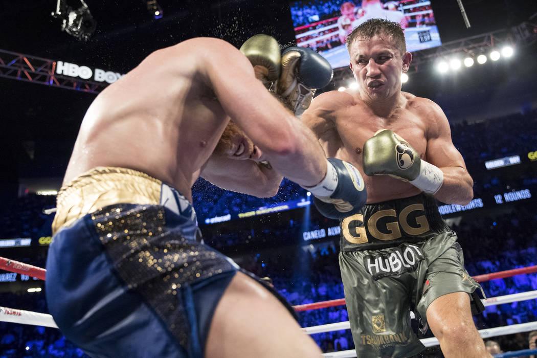 Gennady GGG Golovkin, a la derecha, le da un puñetazo a Saúl Canelo Álvarez en la pelea de peso mediano WBC, WBA, IBF, RING en la Arena T-Mobile en Las Vegas, el sábado 16 de septiembre de 201 ...