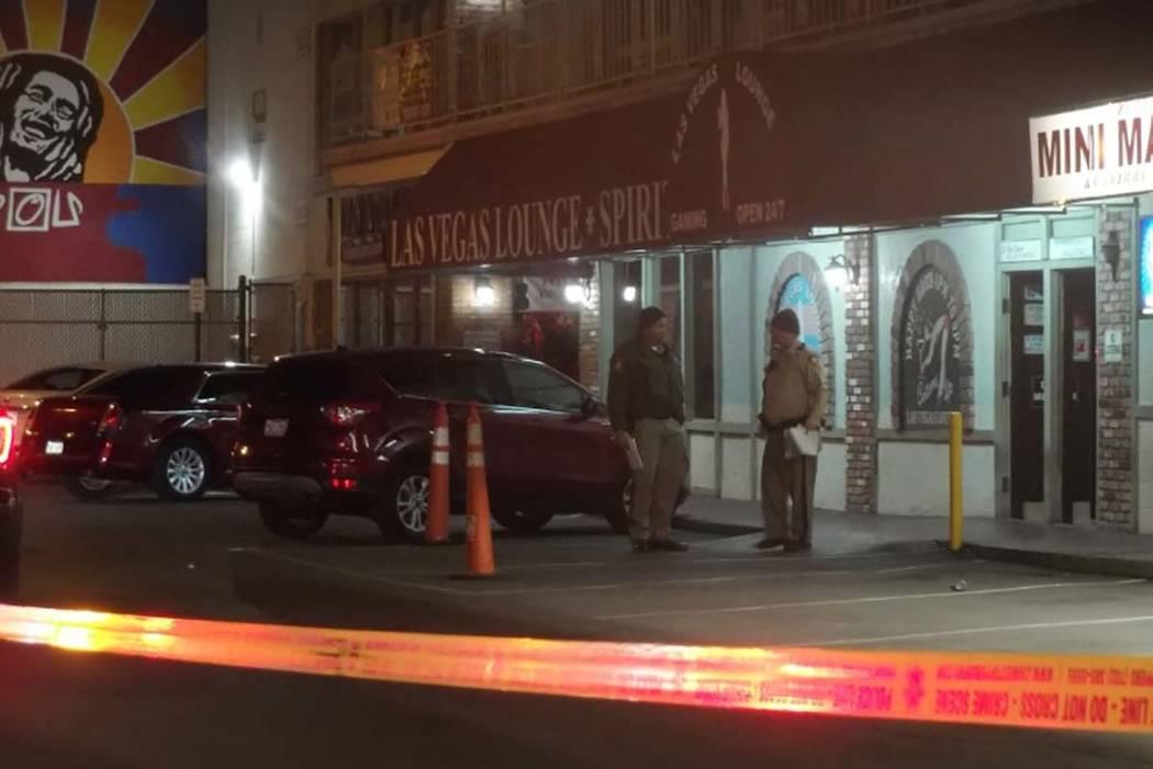 Una persona resultó herida el viernes por la mañana, el 23 de febrero de 2018, en un tiroteo en el Lounge Las Vegas, 900 E. avenida Karen. (Max Michor / Las Vegas Review-Journal)