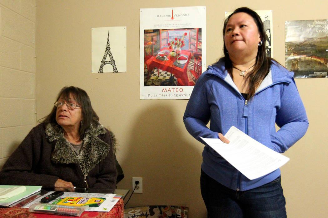 """Treva Lee, izquierda, y Jersharo Amey hablan con un reportero el 19 de febrero de 2018 en una casa de """"vida independiente"""" de Las Vegas donde viven. Encontraron a Rayshauna Roy muerta en su habita ..."""