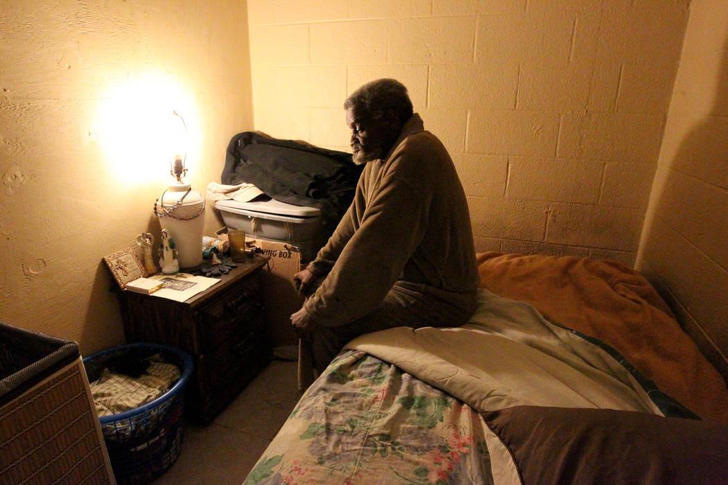 James Madison en su habitación en su casa de Las Vegas el 19 de febrero de 2018. Madison fue ubicado en la casa-hogar grupal sin licencia para personas con enfermedades mentales por Eileen Lee. K ...