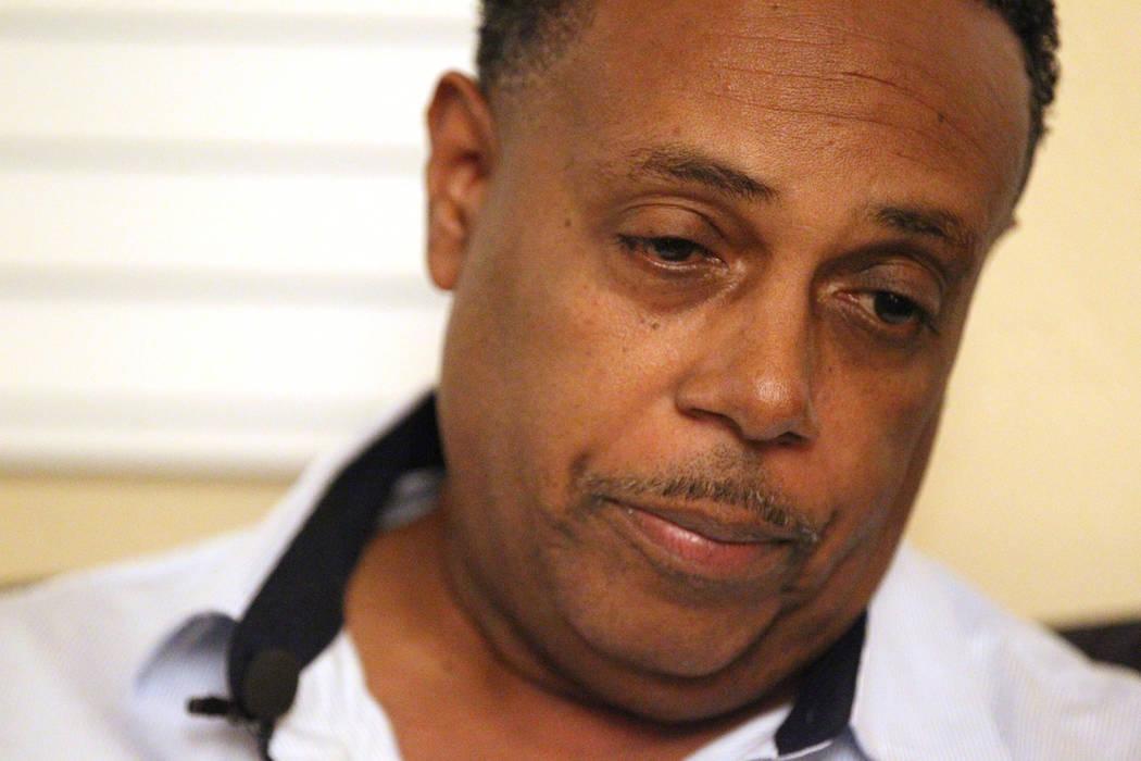 Tony Wright, padre de Rayshauna Roy, habla con un reportero el miércoles 21 de febrero en la casa de Las Vegas de la madre de Roy, Netshield Roy. Rayshauna Roy fue encontrada muerta en su habitac ...