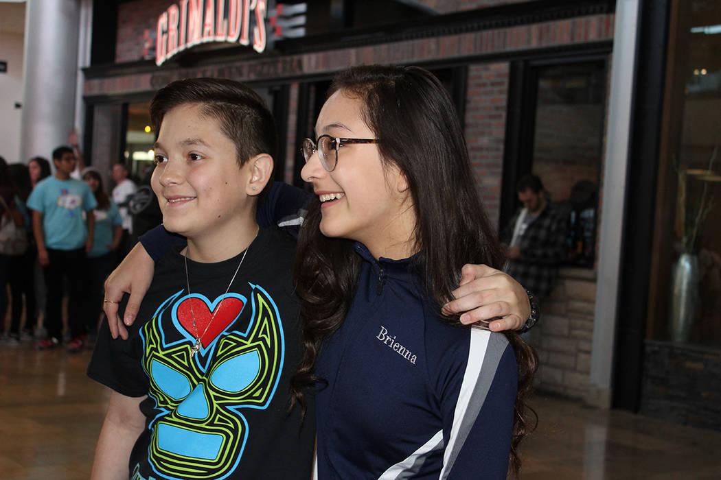 Oskar y Brienna, recibieron un corazón en un trasplante cuando tenían 11 años de edad. Sábado 24 de febrero de 2018 en Fashion Show Mall. Foto Cristian De la Rosa / El Tiempo - Contribuidor.