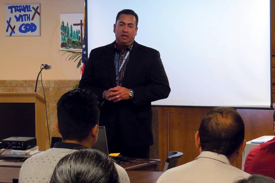 ARCHIVO.- El jefe de Policía de North Las Vegas durante una reunión comunitaria con la población latina de su ciudad. [Foto Anthony Avellaneda / El Tiempo]