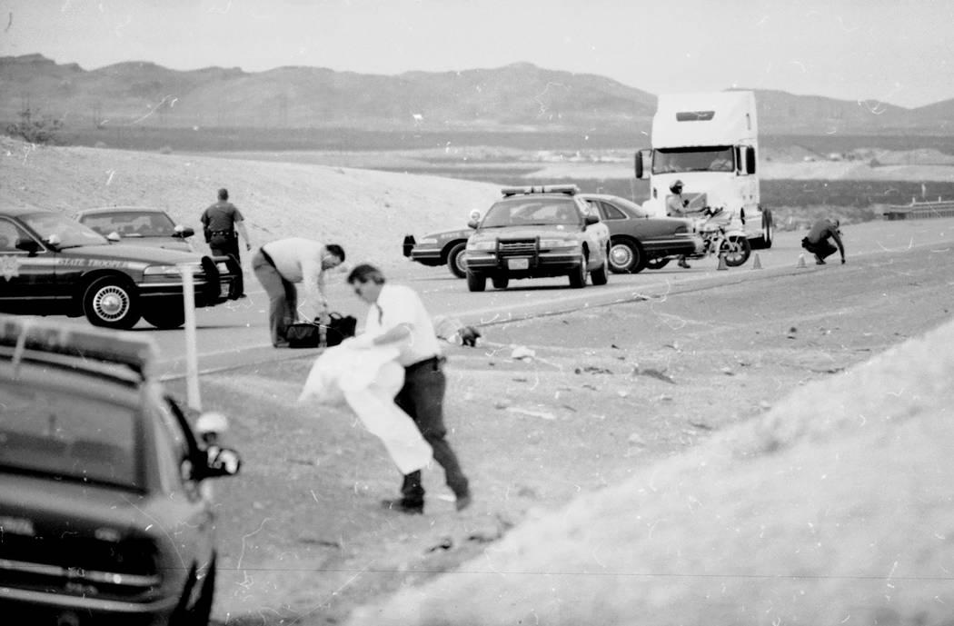 Escena del choque donde la van de Jessica Williams salió de la autopista y mató a seis adolescentes que estaban limpiando la mediana de la I-15 el 19 de marzo de 2000. (Las Vegas Review-Journal, ...