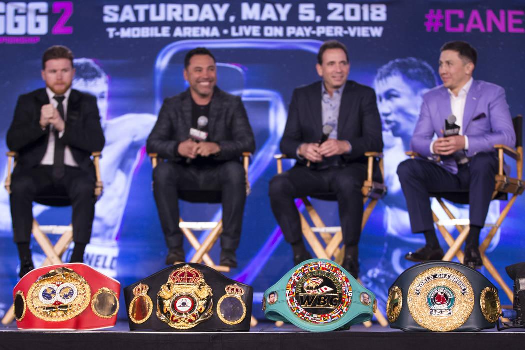 """Cinturones de título de boxeo en exhibición durante una conferencia de prensa de boxeo para la próxima pelea entre Saúl """"Canelo"""" Álvarez y Gennady Golovkin, en el Microsoft Square en Los Ange ..."""