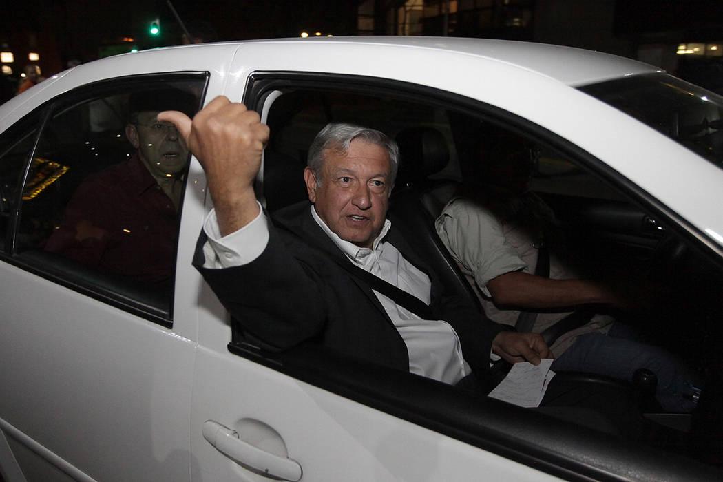 ARCHIVO.- Andrés Manuel López Obrador rindió protesta este lunes como candidato del Partido del Trabajo a la Presidencia de la República. México, 19 Feb 2018 (Notimex- Pedro Sánchez)