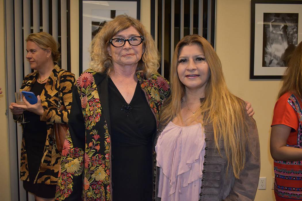 La cónsul honoraria de República Checa, Olga Martin, en compañía de la intercesora de Asuntos al Consumidor de Nevada, Miriam Hickerson. Miércoles 21 de febrero de 2018 en Consulado Honorario ...
