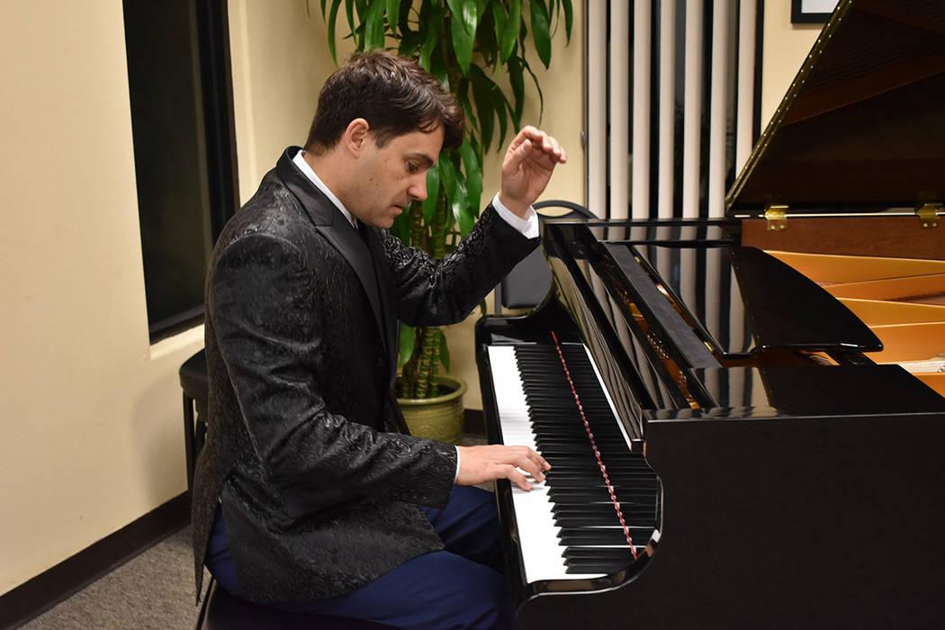 El pianista y cantautor español, Antonio Carnota, fue el encargado de brindar el entretenimiento musical. Miércoles 21 de febrero de 2018 en Consulado Honorario de República Checa en Las Vegas. ...