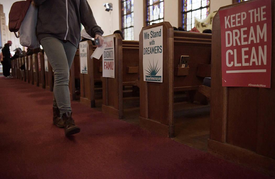 """ARCHIVO.- Activistas, líderes sindicales y cientos de """"dreamers"""" procedentes de varios estados del país se conglomeraron en la Iglesia Luterana aledaña al Congreso, para pedir a los legisladore ..."""
