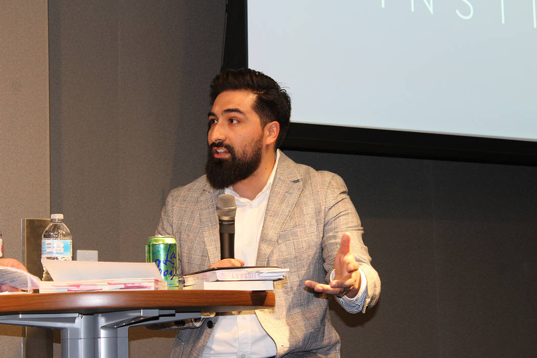 José Orduña es profesor de literatura en UNLV y es originario de Fortín de las Flores, Veracruz. Foto Cristian De la Rosa / El Tiempo - Contribuidor.