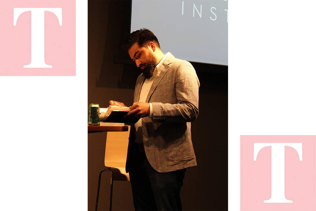 El profesor y escritor Orduña, contó parte de su vida como inmigrante en Estados Unidos. Miércoles 28 de febrero de 2018 en Instituto Black Mountain de UNLV. Foto Cristian De la Rosa / El Tiemp ...