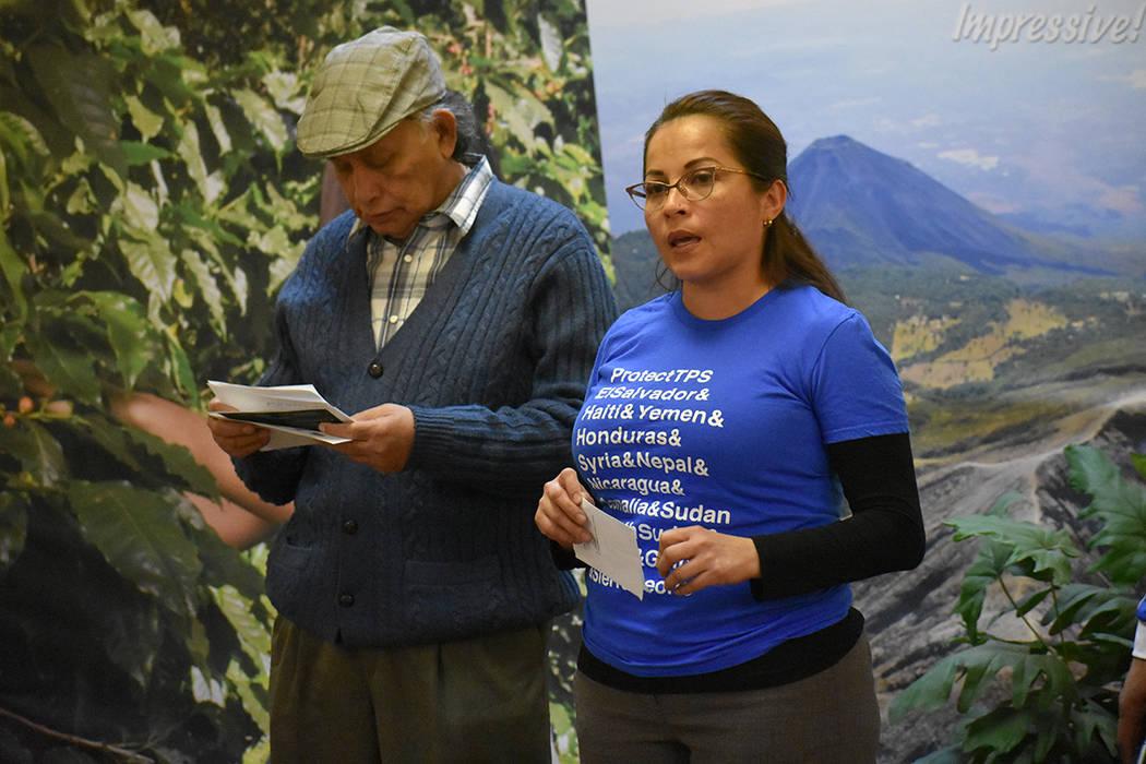 """""""La gente debe saber que necesitan llamar a los representantes políticos del estado de Nevada"""": Sandra Granados, beneficiaria del TPS. Jueves 1 de marzo del 2018 en el Consulado de El Salvado ..."""