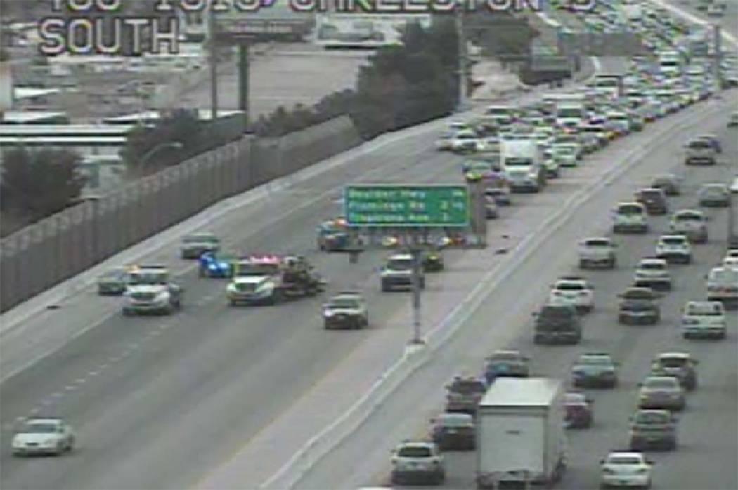 Un accidente en la autopista norte de los Estados Unidos 95 cerca de Charleston Boulevard ha reducido el tránsito a un carril, miércoles por la mañana, 7 de marzo de 2018. (Cámaras RTC FAST)