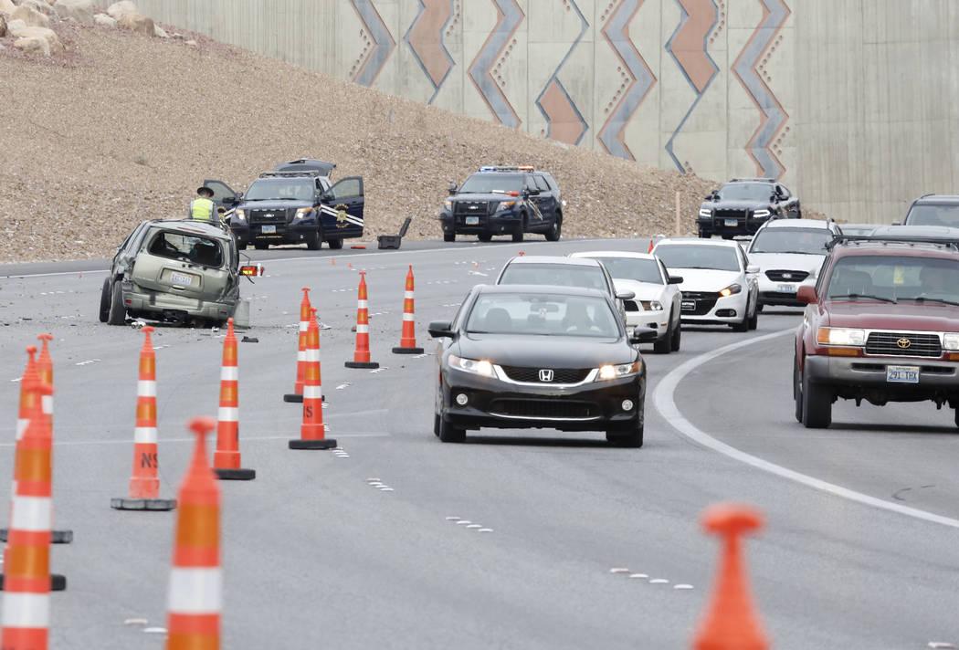Nevada Highway Patrol está investigando un accidente fatal en el sur de Estados Unidos 95 cerca de Summerlin Parkway el miércoles 7 de marzo de 2018 en Las Vegas. Bizuayehu Tesfaye / Las Vegas R ...