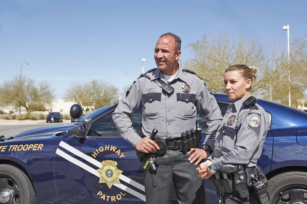 Elemento de la NHP: Joseph DellaBella, izquierda, y su esposa y compañera Elemento de la NHP: Trisa DellaBella hablan con reporteros en el Comando Sur del NHP en Las Vegas, el martes 6 de marzo d ...