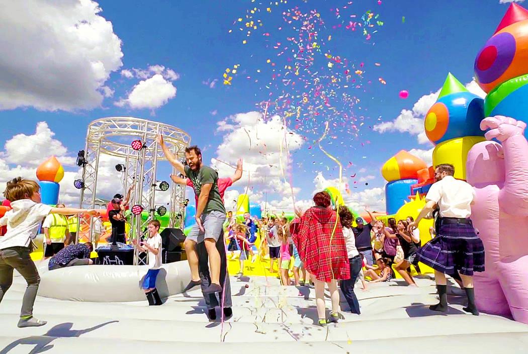"""Big Bounce America está trayendo lo que ellos llaman la """"casa de rebote más grande del mundo"""" al Craig Ranch Regional Park en North Las Vegas del 13 al 15 de abril."""