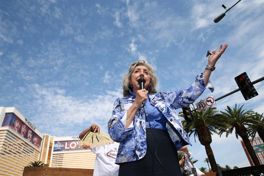 La representante Dina Titus, demócrata por Nevada, instó al estado a tomar el control del programa que ayuda a los propietarios que luchan con sus hipotecas. (Erik Verduzco Las Vegas Review-Jour ...