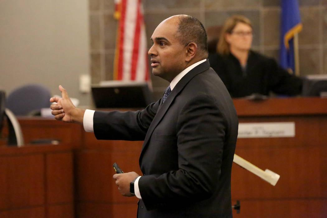 El fiscal Binu Palal se dirige al jurado en su declaración final durante el juicio de Jarom Boyes en el Centro de Justicia Regional en Las Vegas el jueves 8 de marzo de 2018. Michael Quine Las Ve ...