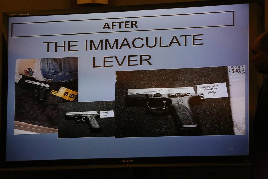 Un deslizamiento de la fiscalía cuestiona el decocker, una característica de seguridad en la pistola que mató a Melissa Boyes, la esposa de Jarom Boyes durante su juicio por asesinato en el Cen ...