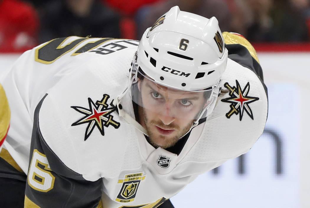 El defensor de Vegas Golden Knights Colin Miller (6) juega contra los Detroit Red Wings en el primer periodo de un juego de hockey de la NHL el jueves 8 de marzo de 2018 en Detroit. (AP Photo / Pa ...