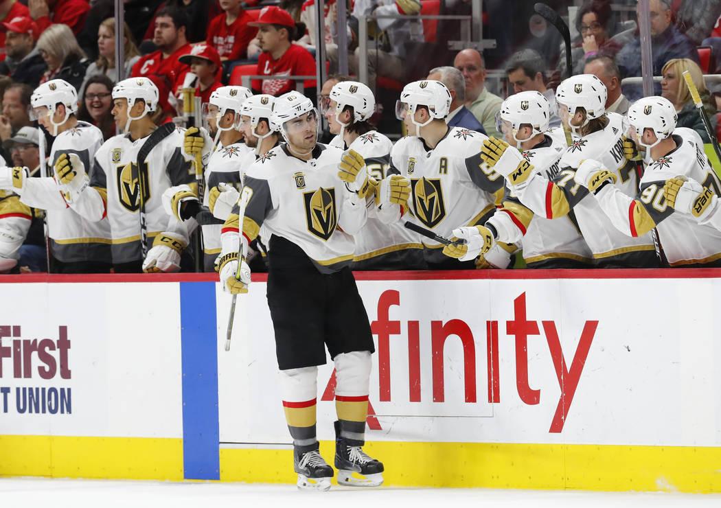 El ala derecha de Vegas Golden Knights Alex Tuch (89) celebra su gol contra Detroit Red Wings en el segundo periodo de un partido de hockey de la NHL el jueves 8 de marzo de 2018 en Detroit. (AP P ...