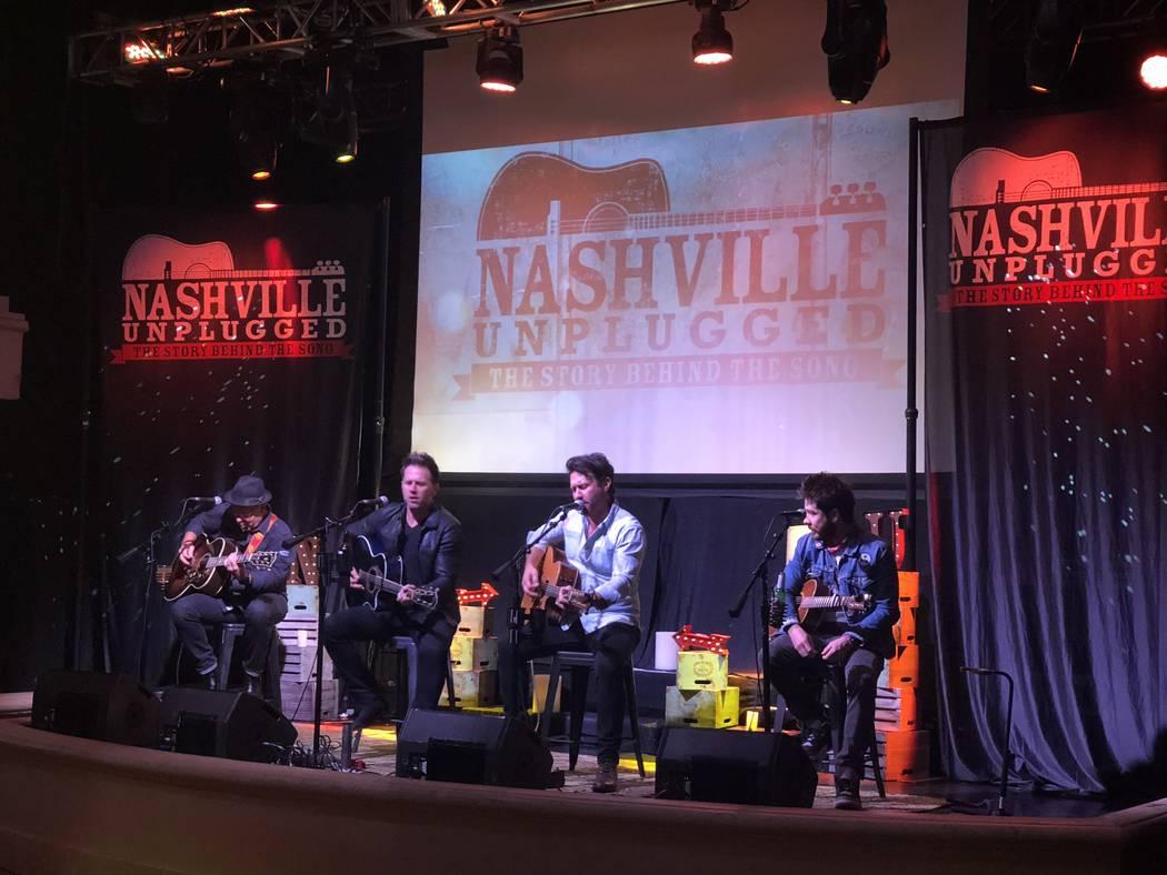 Aaron Benward, a la izquierda, y Travis Howard actúan en Nashville Unplugged en Rhythm & Riffs Lounge en Mandalay Bay el viernes 9 de marzo de 2018. (John Katsilometes / Las Vegas Review-Journal) ...
