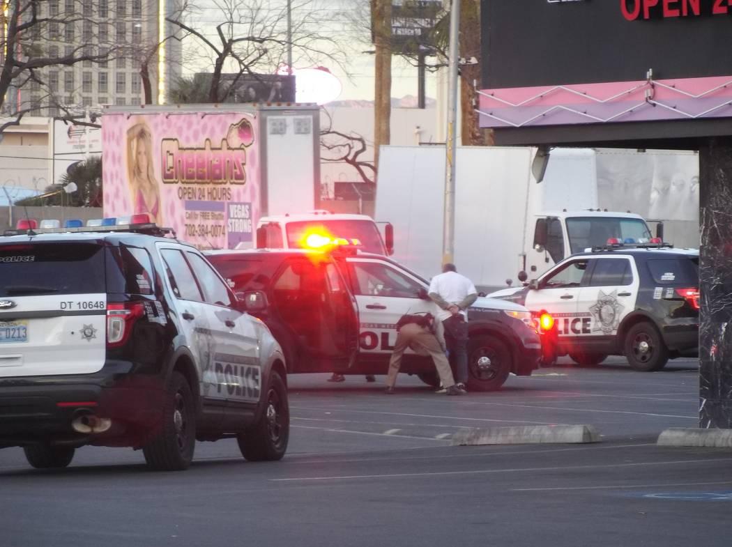 Un hombre fue arrestado después de un tiroteo en el estacionamiento del club de caballeros Cheetahs, ubicado en 2112 Western Ave., en Las Vegas, el lunes 12 de marzo de 2018. Bizuayehu Tesfaye /  ...